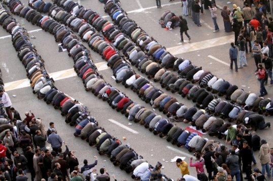 Egyptian Revolution Prayer Guarded by Christians